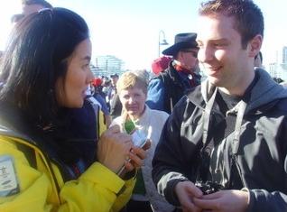 Scott 과 인터뷰를 하고 있는 박현아 리포터