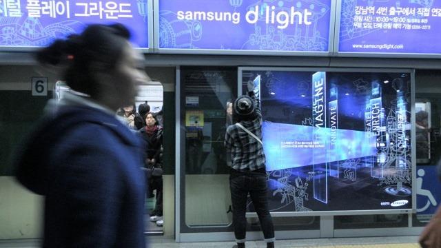 윈도페인팅 '나난' 작가와 강남역 딜라이트 전광판