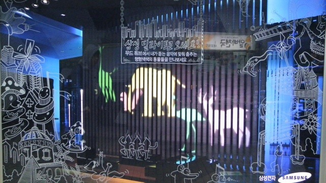 윈도페인팅 '나난' 작가의 스크린도어 딜라이트 광고그림
