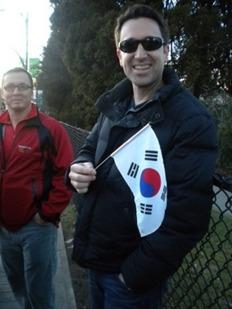 한국 쇼트트랙 선수를 응원하는 미국인 Brian씨