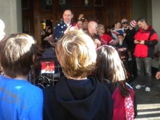 USA 라 외치는 미국 응원단에 맞서 GO CANADA를 외치는 밴쿠버 아이들
