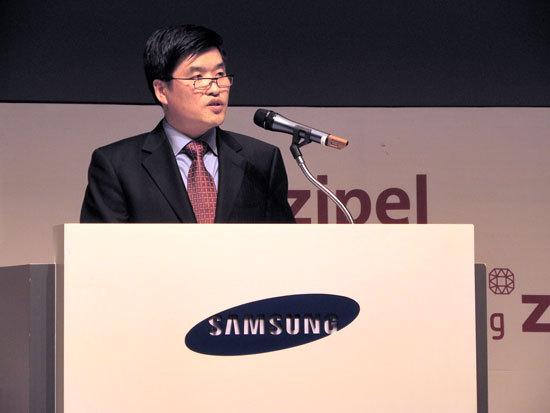 홍창완 사업부장이 기조연설을 하는 모습