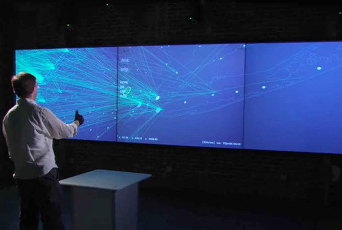 오블롱사는 실제 'G스피크(G-Speak) 공간운영환경'이라는 인터페이스를 개발 / 영화 속에서 톰 크루즈가 사용했던 특수 컴퓨터와 흡사하게 공간 안의 모든 디스플레이를 이용자가 원하는 대로 손을 이용해 조작하는 기술을 선보였습니다.