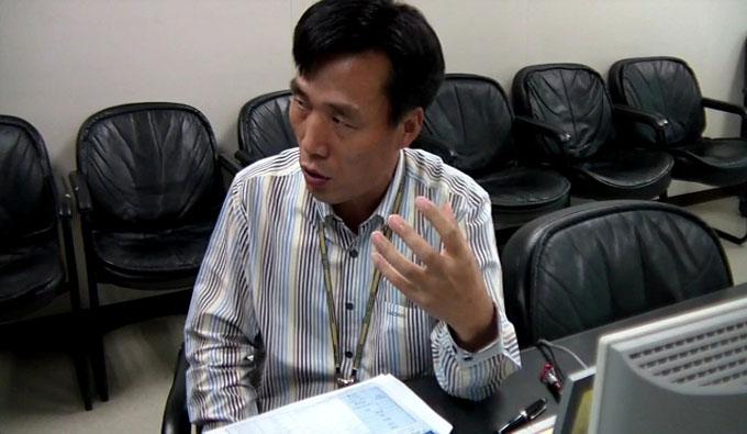 인터뷰 중인 김동섭 수석