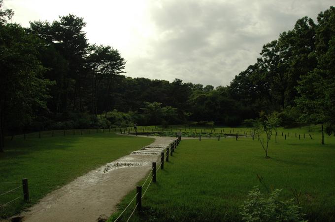 융릉 앞에 위치한 연못. 곤신지