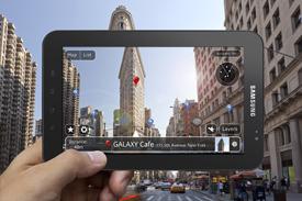 구글지도를 이용하여 화면과 똑같은 장소를 찾는 모습