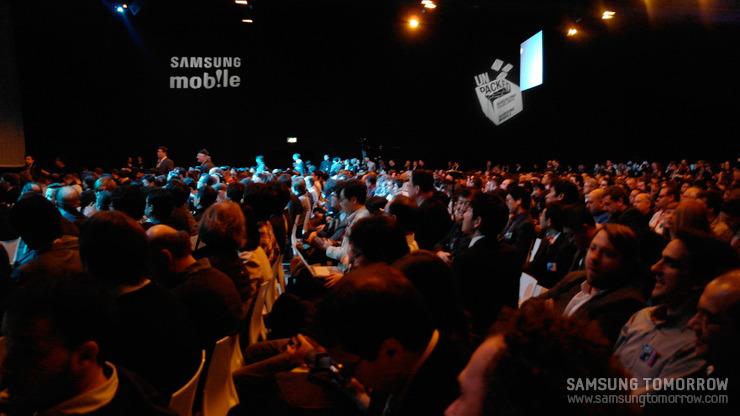 행사장에 참여한 많은 사람들