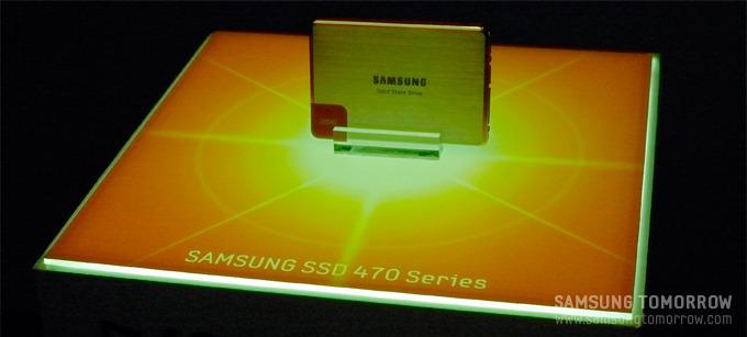 입구 바로 앞에 놓여져 있던 SSD 470