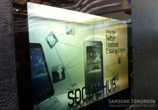 22인치 투명 LCD 쇼케이스 in FPD China 2011