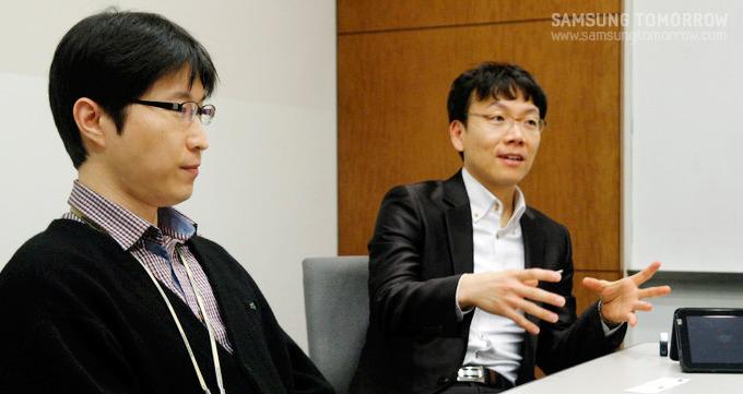 이야기 중인 김주영과장