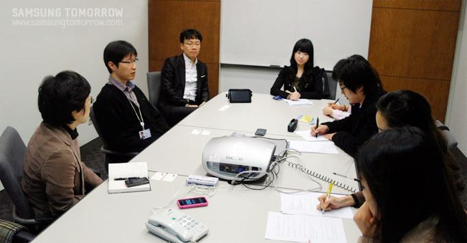 인터뷰를 진행중인 스토리텔러오 삼성전자 채용 면접관들의 모습