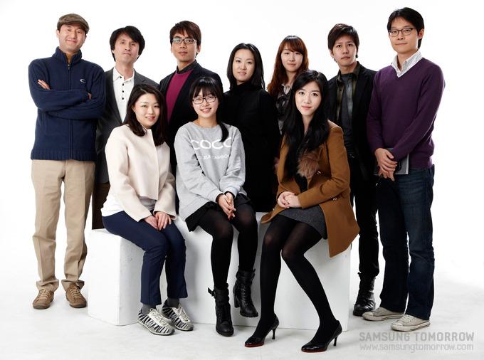 스토리텔러들과 김경훈 수석 디자이너, 유이화 대표, 신경호 대표의 기념사진