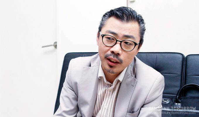 인터뷰 중인 삼성전자 송병용 수석 디자이너