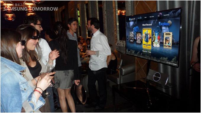 삼성 스마트 TV '3D 익스플로어'가 세계적으로 높은 인기를 끌고 있다.