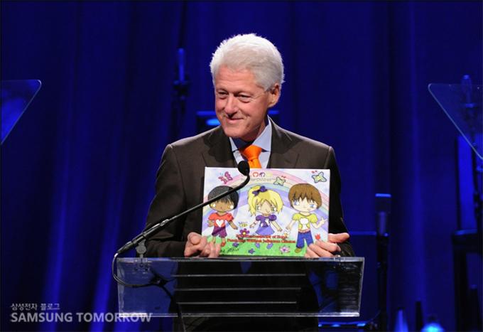 공로상을 받은 빌 클린턴 전 미국 대통령