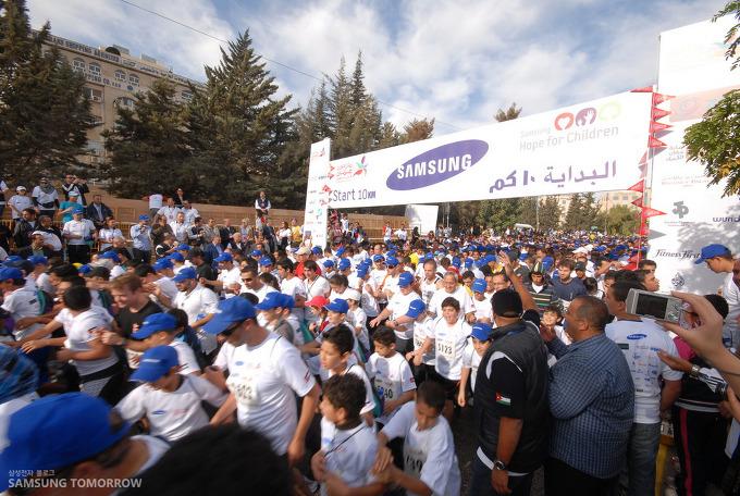 2011 삼성 암만 국제마라톤 ㅊ마가자들이 출발하고 있다