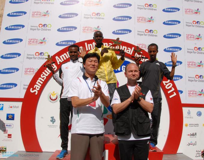 2011 삼성 암만 국제마라톤 수상자들의 기념사진
