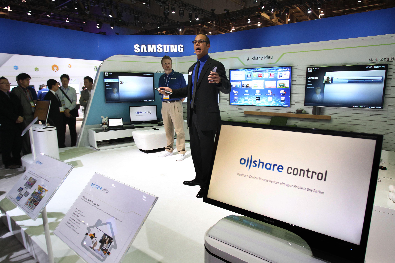 allshare control을 설명하는 모습