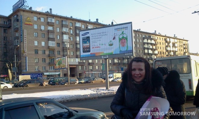 러시아 길거리 삼성전자 광고판 앞에서  나스쨔(Nastha)의 사진