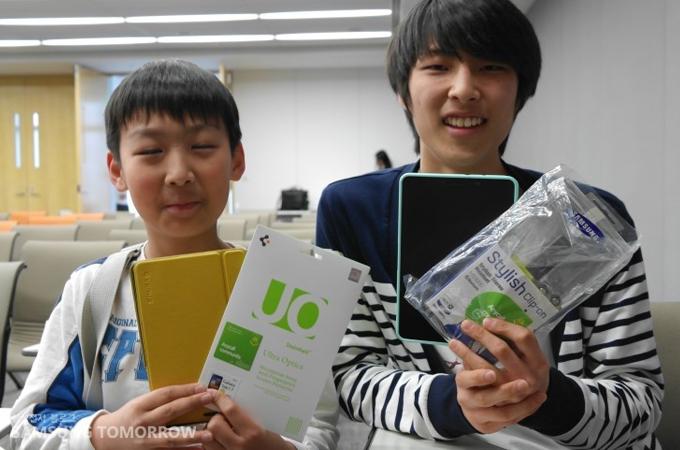 선물을 받은 학생들과 인터뷰
