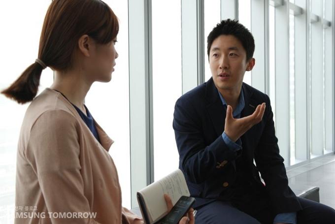 김동훈 과장님과 인터뷰하는 스토리텔러