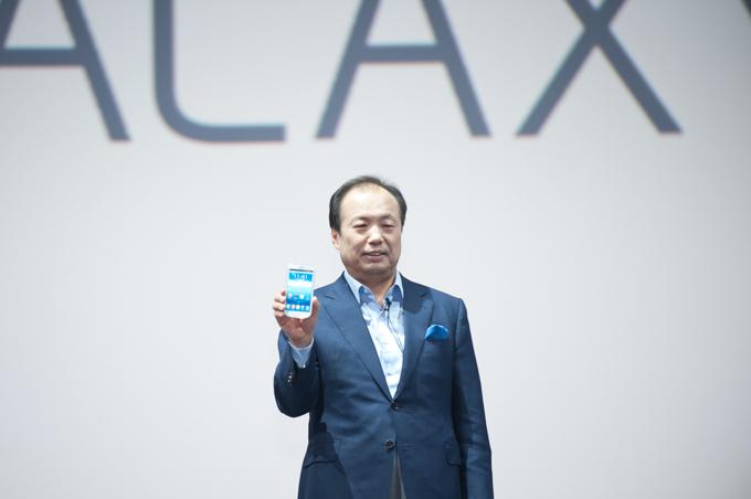 중국에서 열린 행사에서 GALAXY S III 제품 소개를 하고 있는 신종균 사장