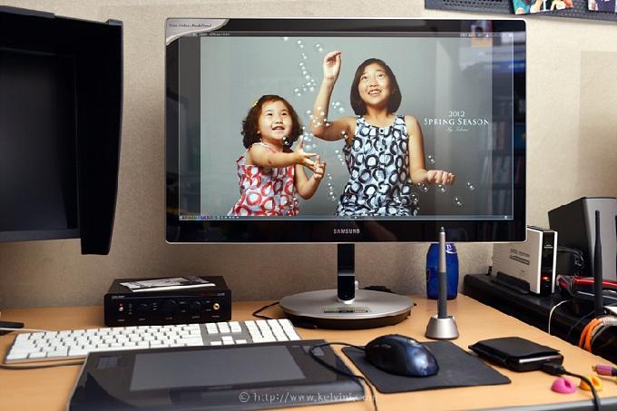 삼성 모니터에 사진을 띄워놓은 모습