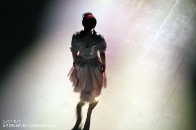불켜진 후 등장한 소녀의 모습