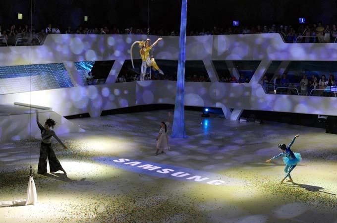 삼성관에서 펼쳐지는 공연의 피날레 장면