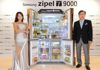 지펠T9000을 선보이고 있는 모델과 윤부근 사장