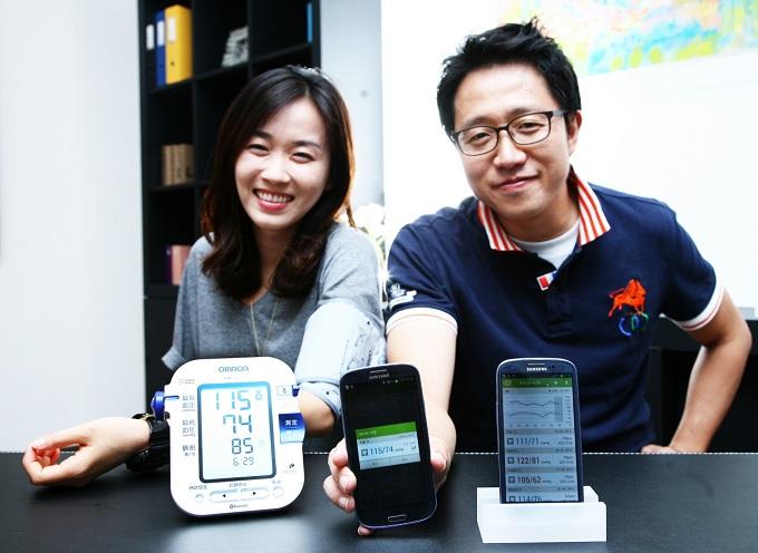 모델들이 삼성전자 S Health 서비스를 선보이고 있다