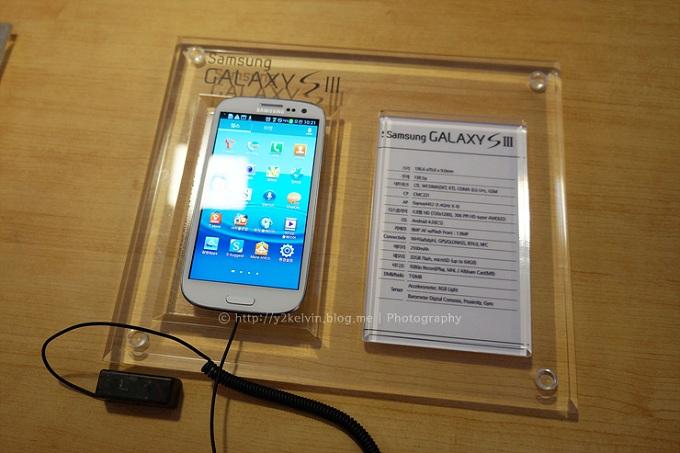 전시된 갤럭시S3 제품 사진