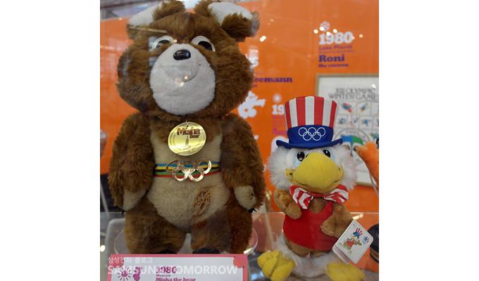 모스크바 올림픽 마스코트 미샤와 LA 올림픽 마스코트 샘