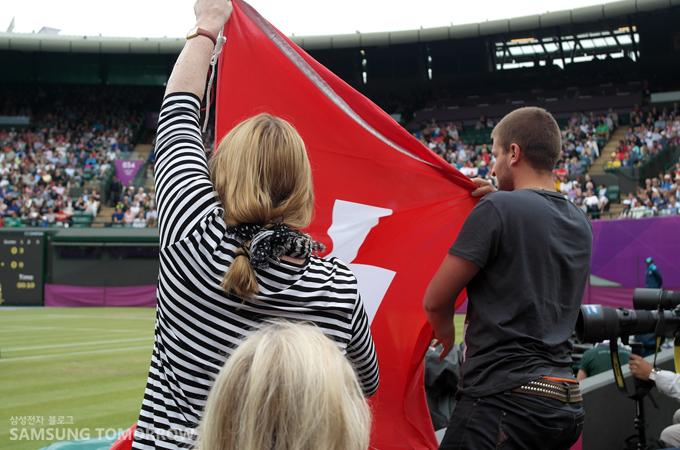 페더러를 응원하는 스위스 팬들