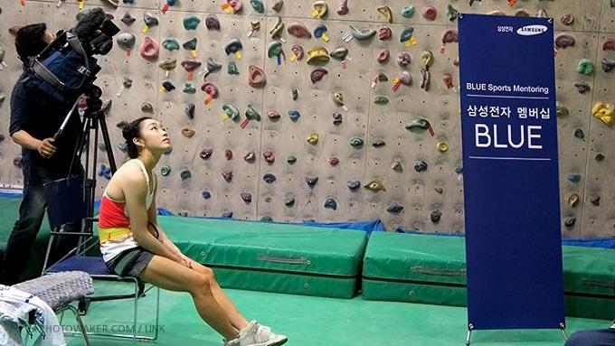 이런 참가자들의 움직임 하나하나를 모두 주시하는 김자인 선수