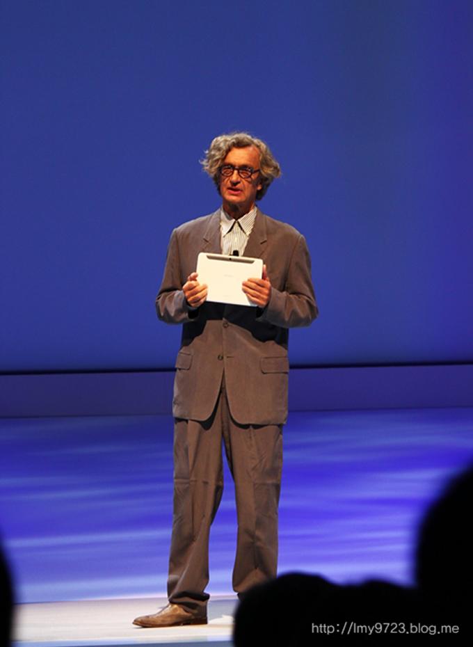 영화 '베를린 천사의 시'로 유명한 Wim Wenders감독이 무대에 등장했다