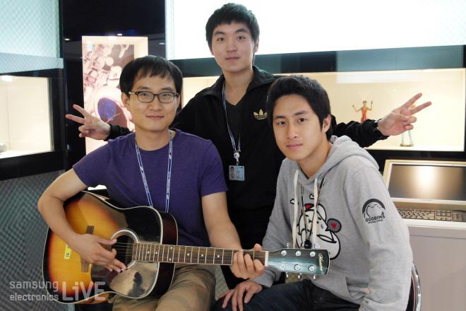 기타를 든 이영훈, 권재현, 허전회 사원