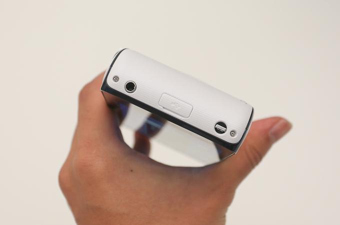 삼성 갤럭시 카메라의 측면