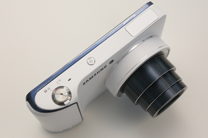 삼성 갤럭시 카메라 상단부의 버튼구성
