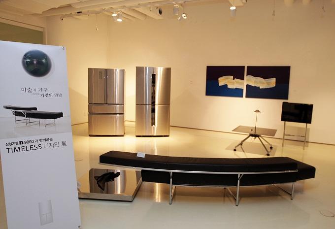'Timeless 디자인展'에 전시된 냉장고
