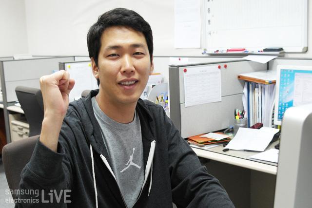 삼성트레이닝센터의 스탭이 파이팅 포즈를 취하고 있다