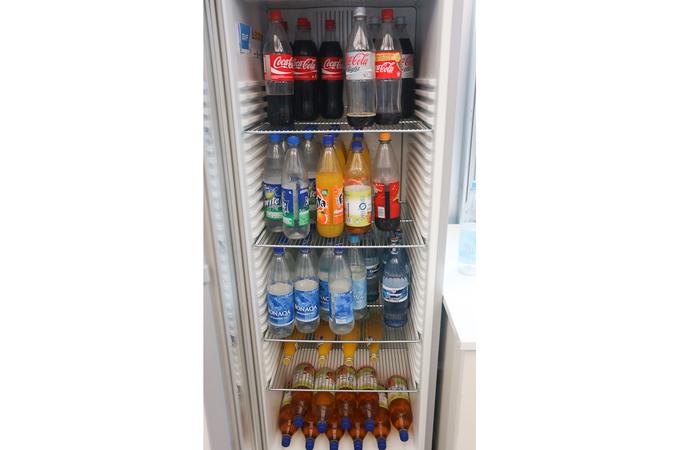냉장고에 가득찬 음료수들