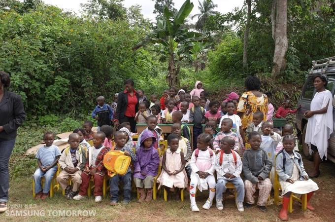카메룬 비봉비둠 마을 유치원생들