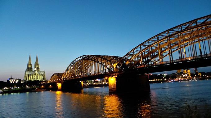스마트야간모드로 촬영한 독일 강의 다리