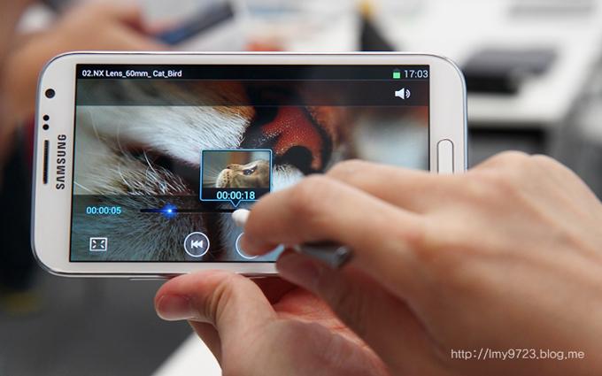 재생중인 동영상 타임라인에 펜을 가까이 가져다댔을때 화면 미리보기가 나오는 모습