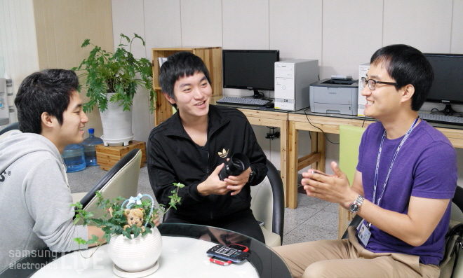 앉아 있는 이영훈, 권재현, 허전회 사원