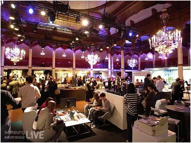 행사장 많은 블로거들과 리포터들의 모습