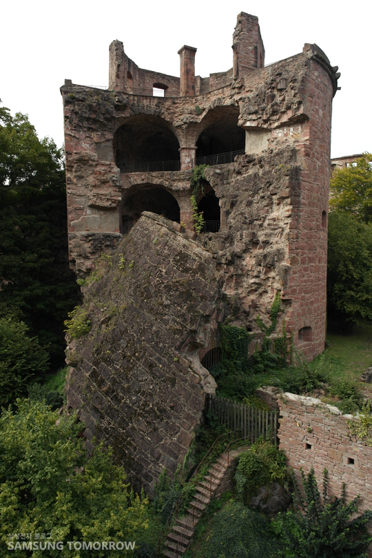 무너지는 오래된건물