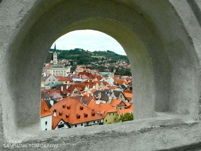 구멍으로 보이는 독일 마을