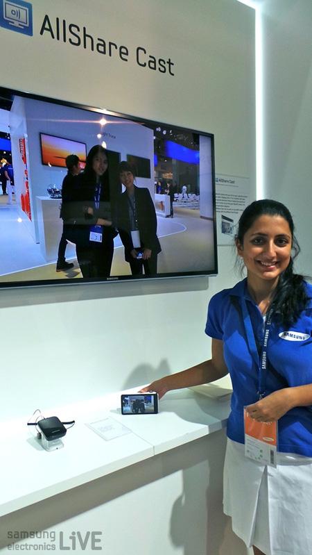올쉐어기능으로 카메라로 찍은 사진을 TV로 바로 확인하는 모습